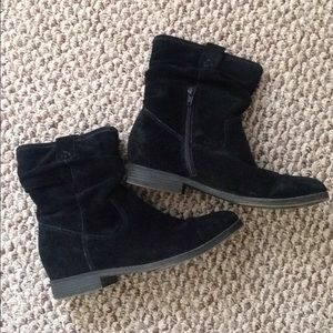 Bass Suede Black Boots